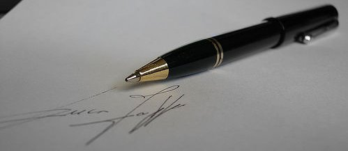 "Signature - Photo Creative Common by ""Luca Zappa"" on Flickr"
